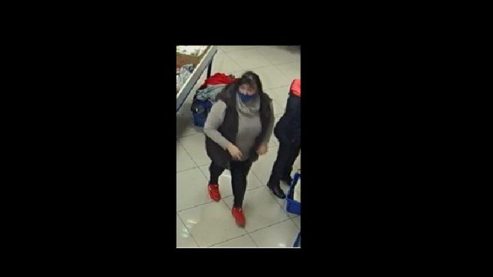 Poszukiwana za kradzież damskiej torebki.