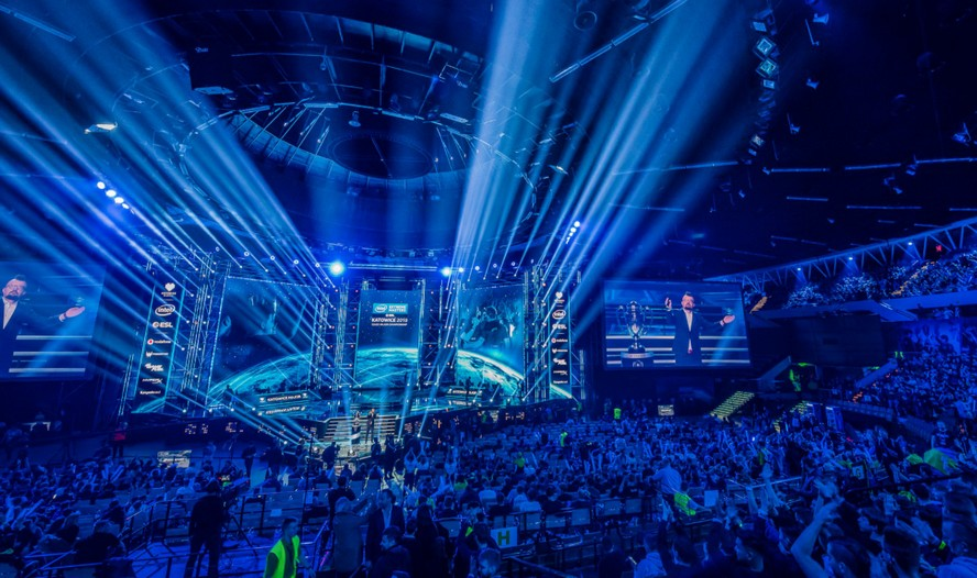 Dziś w Katowicach rozpoczął się Intel Extreme Masters. Impreza, która do stolicy woj. śląskiego przyciągała tysiące ludzi z całego świata.