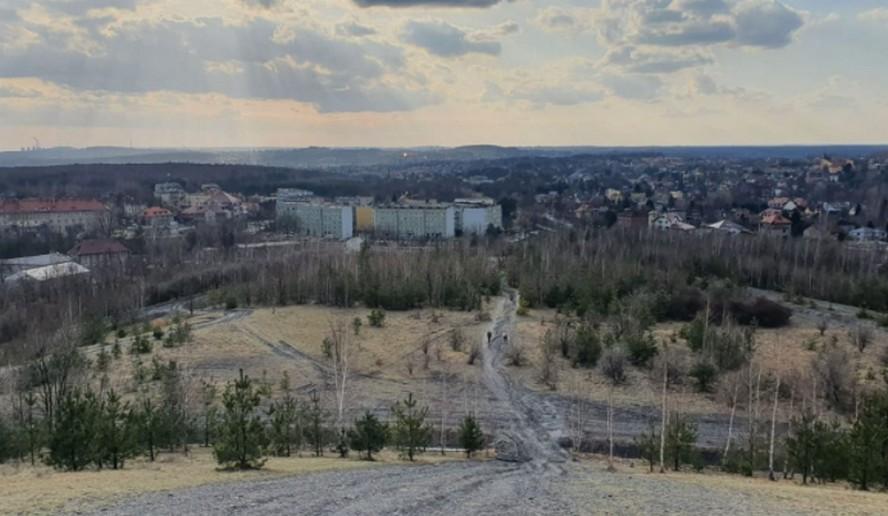 Czy w Katowicach powstanie stok narciarski? Lub tor saneczkowy kilka razy dłuższy niż ten w parku Kościuszki?  Radni apelują, by Katowice kupiły… kawałek Katowic.