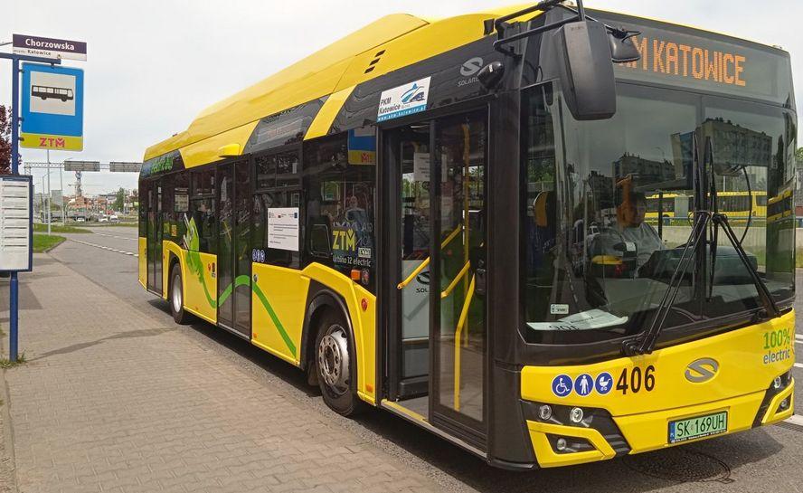 Są piękne, świetnie wyposażone i nie kopcą. Kolejnych pięć nowych autobusów trafiło do Przedsiębiorstwa Komunikacji Miejskiej w Katowicach.